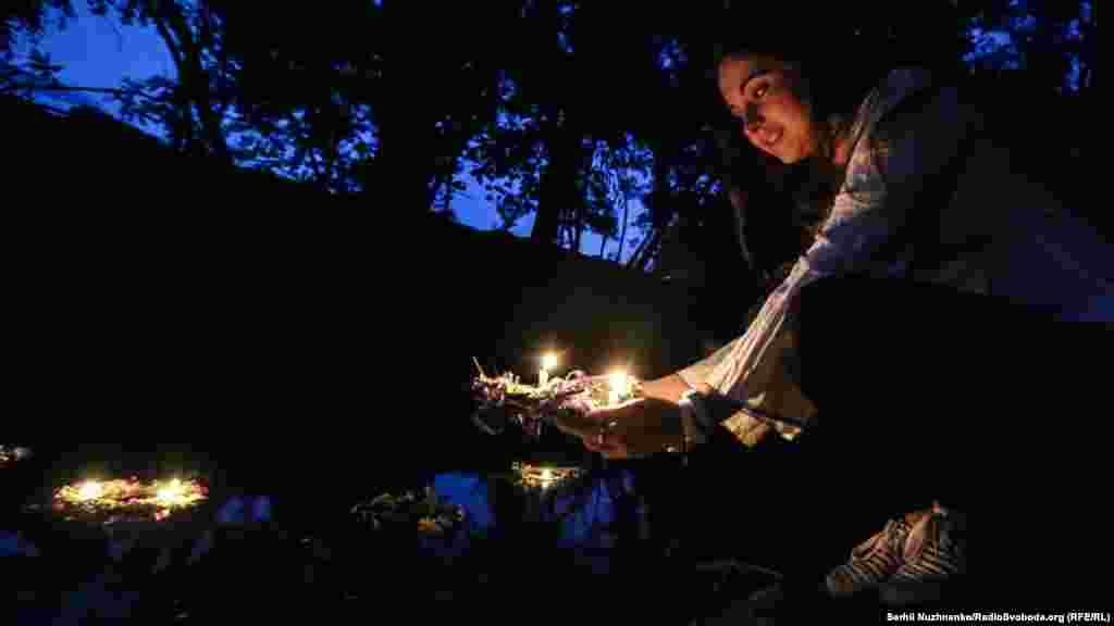 Згідно з народним повір'ям, якщо вінок пливе добре й гарно горить свічка, то дівчина вийде заміж; якщо він крутиться на місці, то ще дівуватиме, а як потоне— заміж не вийде взагалі. Якщо ж вінок відпливе далеко й пристане до якогось берега, то, значить, що туди дівчина заміж піде