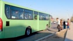 Aşgabat: Awtobuslarda plastik kartlardan tölegleri kabul edýän enjamlar işlemeýär