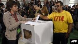 Каталония тәуелсіздігі жөніндегі бейресми дауыс беруге қатысушылар. 9 қараша 2014 жыл.