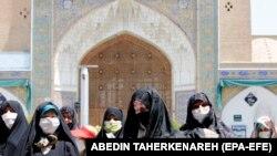 Молитва женщин в защитных масках, Иран, 25 мая 2020 года
