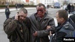 Метродағы жарылыстан жараланған адам. Минск, 11 сәуір 2011 жыл.