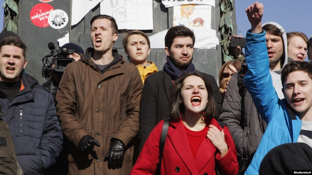After anticorruption protests that brought crowds into the streets in about 100 cities on March 26, Aleksei Navalny is calling on Russians to protest again on June 12.