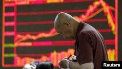 После роста за год на 160% рынок акций Китая за месяц просел почти на треть