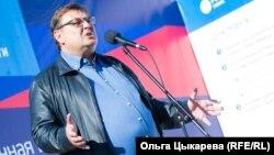 Константин Чуйченко выступает перед жителями Красного Яра