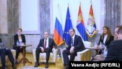 Foto nga takimi Lavrov-Vuçiq.