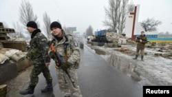 Pjesëtarë të forcave të sigurisë së Ukrainës në qytetin Kostyantynivka