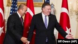 Ministri i Jashtëm turk, Mevlut Cavusoglu, dhe sekretari amerikan i Shtetit, Mike Pompeo - foto arkivi