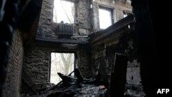 Зруйнована через обстріли будівля в Донецьку, 13 листопада 2014 року