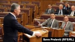 Milo Đukanović na premijerskom satu u Skupštini Crne Gore