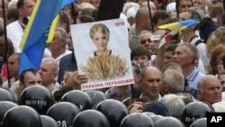 Милицейский кордон на Крещатике блокирует оппозиционеров