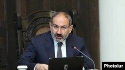 Премьер-министр Армении Никол Пашинян ведет заседание правительства, Ереван, 18 апреля 2019 г.