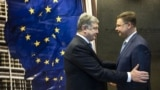 BELGIUM – Ukrainian President Petro Poroshenko (L) and Vice-President of the European Commission Valdis Dombrovskis, Brussels, December 13, 2018