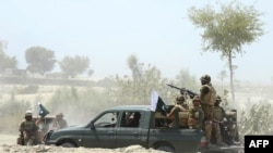Pakistan - Ekipet ushtarake duke patrulluar ne zonat e prekura nga tërmetet