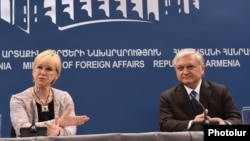 Armenia --Armenian Foreign Minister Edward Nalbandian and Swedish Foreign Minister Margot Wallstrom at a joint press conference, Yerevan, 9Feb2016