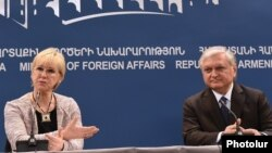 Շվեդիայի և Հայաստանի արտգործնախարարներ Մարգոտ Վալստրյոմը և Էդվարդ Նալբանդյանը համատեղ մամուլի ասուլիսում: Երևան, 9-ը փետրվարի, 2016 թ․