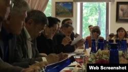 """Участники круглого стола обсудили """"деструктивную общенациональную политику"""""""