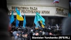 Митинг под стенами крымского парламента, 26 февраля 2014 года