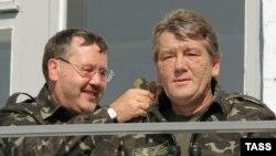 Анатолій Гриценко та Віктор Ющенко у 2005 році