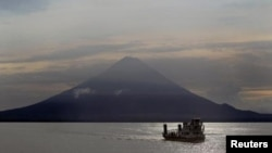 Вид на озеро Никарагуа и вулкан Консепсьон