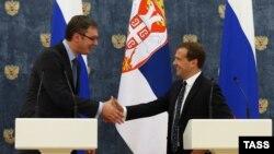 Српскиот премиер Александар Вучиќ со рускиот премиер Дмитри Медведев.