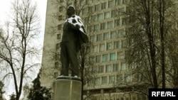 Казан федераль университетында Ленин һәйкәле