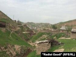 Өзбекстанмен шекарадағы Турсунзода кенті. Тәжікстан, 18 сәуір 2017 жыл.