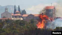 Пожежа на півострові Луштица біля міста Тивата, фото 17 липня 2017 року