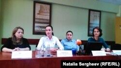 Natalia Bayram (centru), și Daniela Misail-Nichitin (extrema dr.)