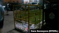 Пластикке арналған Астанадағы қоқыс жәшігі.