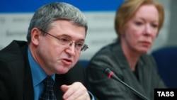 Послы Польши и ЕС в Белоруссии Лешек Щерепка (слева) и Майра Мор на пресс-конференции в Минске 29 февраля