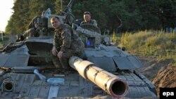 Lugansk shahri yaqinidagi Ukraina harbiylari.
