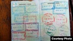 Штампы в паспорте Мохаммада Полата, указывающие даты его выезда за рубеж.