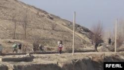 Ўзбекистон чегарачиларига кўра, Чўнғара қишлоғида 2 тоннага яқин чегара тўсма сими ўғирланган.