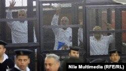 Egjipt - Anëtarët e Vëllazërisë Myslimane gjatë gjykimit në Kajro, 11 dhjetor, 2013