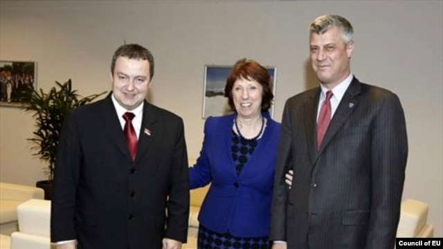 Serbia's Ivica Dacic (left), EU foreign-policy chief Catherine Ashton (center), and Kosovo's Hashim Thaci met in January in Brussels.