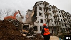 "Workers demolish a five-story ""Khrushchyovka"" in Moscow in October 2016."