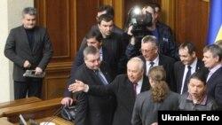 Депутаты из Партии регионов и Коммунистической партии в здании Верховной рады. 4 апреля 2013 года.