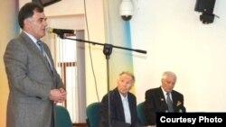 Çingiz Hüseynov (ortada)