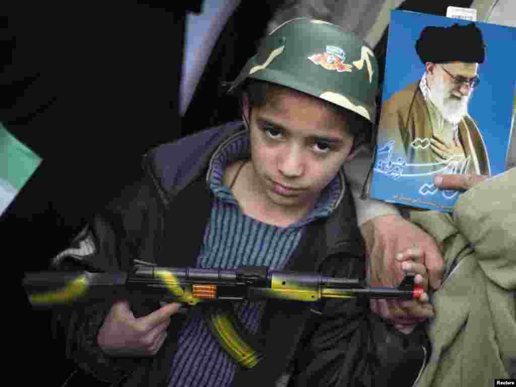 Iran - Obilježavanje 32-e godišnjice islamske revolucije nedaleko od Teherana, 11.02.2011. Foto: Reuters / Morteza Nikoubazl