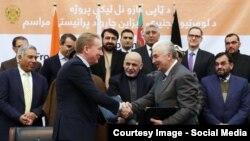 "Owganystanyň ""Afghan Gas Enterprise"" we Germaniýanyň ""ILF Company"" kärhanalarynyň resmileri Özara düşünişme memorandumyna gol goýdular. 21-nji fewral, 2017 ý. Kabul, Owganystan"
