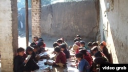 Учащиеся одной из школ пакистанской провинции Хайбер-Пахтунхва. .