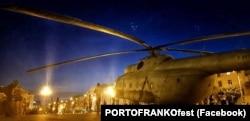 Вертоліт біля Івано-Франківського драматичного театру