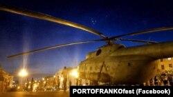 Вертолет возле Ивано-Франковского драматического театра