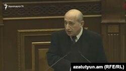 Глава Национальной статистической службы Армении Степан Мнацаканян в парламенте, 23 января 2018 г.