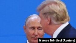 """ბუენოს-აირესი, 2018 წლის 30 ნოემბერი: აშშ-ისა და რუსეთის პრეზიდენტები, დონალდ ტრამპი (მარჯვნივ) და ვლადიმირ პუტინი """"დიდი ოცეულის"""" სამიტზე"""