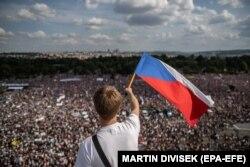 2019. június 23-án 1989 óta a legnagyobb tüntetés zajlott Csehországban. A prágai eseményen Andrej Babiš lemondatása volt a fő cél.