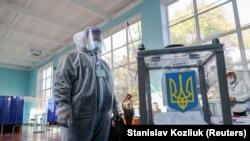 День місцевих виборів в Україні у 18 фото