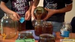 Բնապահպան ակտիվիստները Երեւանում վաճառում են Թեղուտից բերված մեղրը