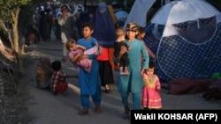 Афганистански семейства в лагер в столицата на Афганистан Кабул. Те са избягали от провинциите, където се водят сражения между талибаните и афганистанска армия