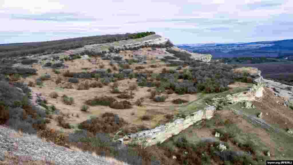 В рельефе нижнего уступа куэсты выделяется четыре мыса Баклинского нагорья, на которых сосредоточены памятники археологии – Передовой, Центральный, Церковный и Крепостной